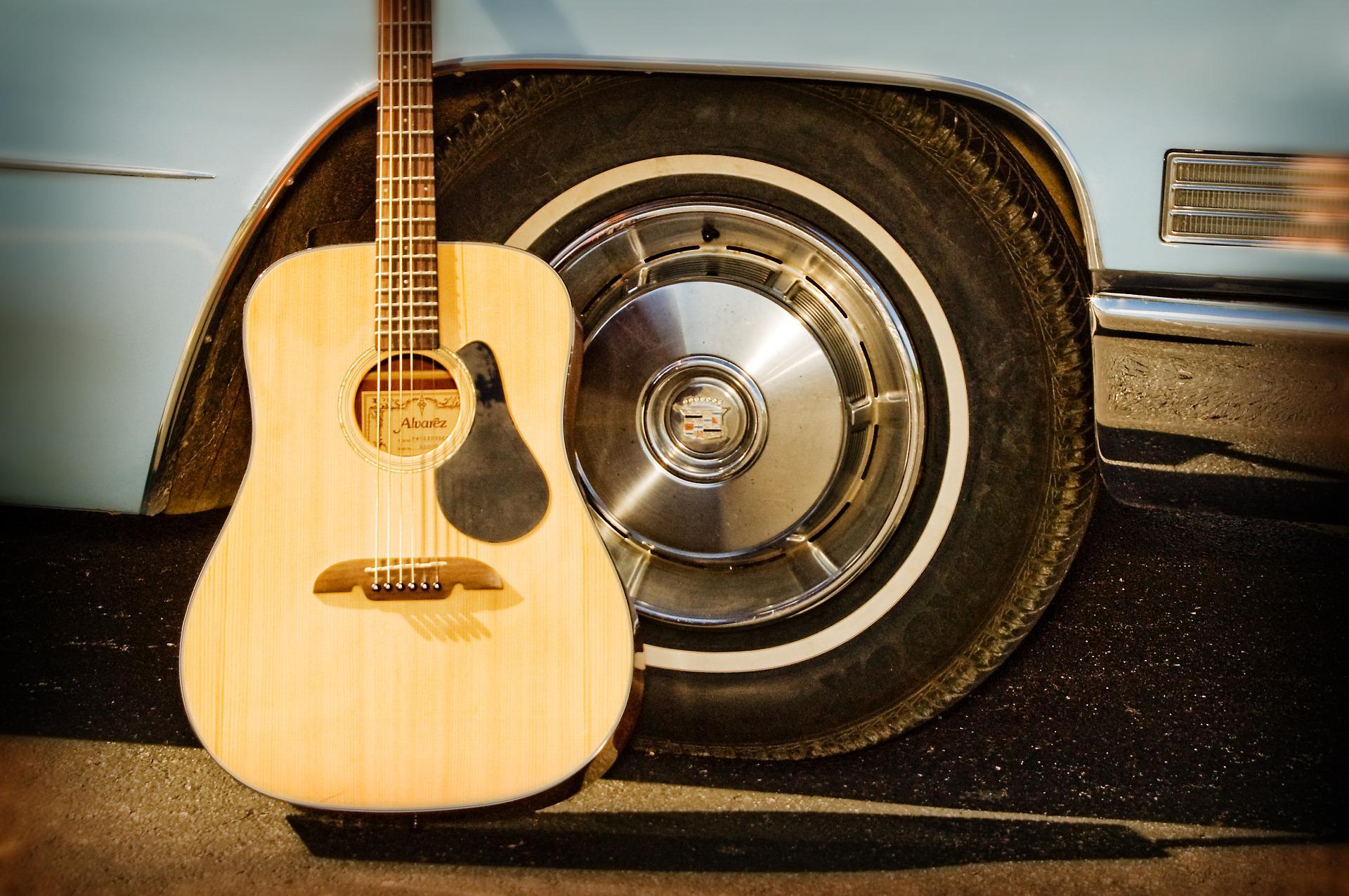 guitar-1130593_1920