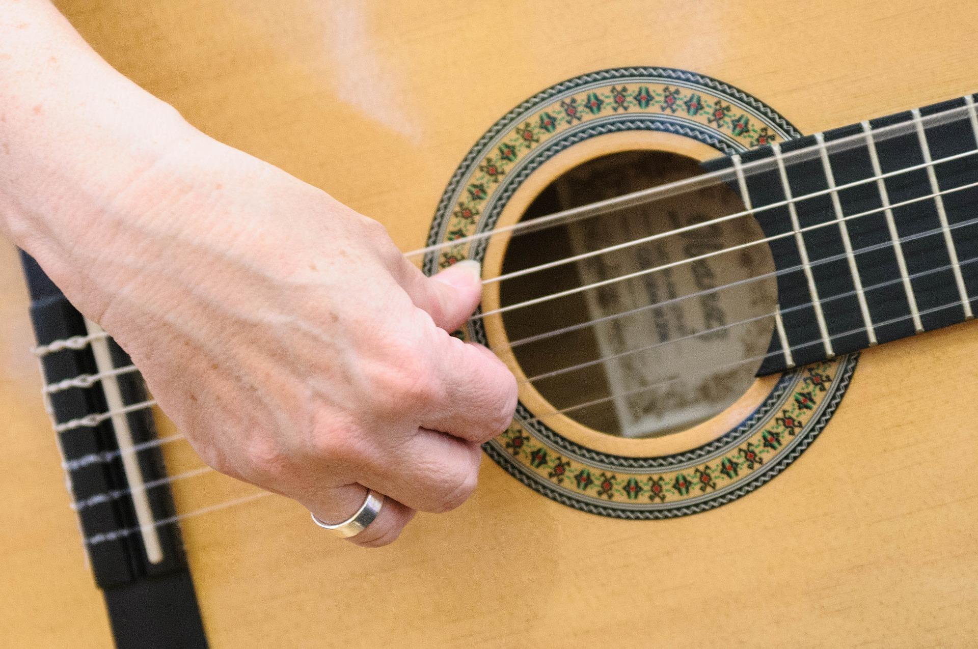 guitar-726959_1920